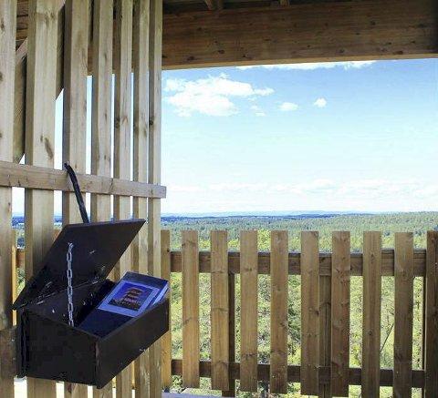 TÅRN MED UTSIKT: I tredje etasje i Hjellsåstårnet kan du skrive deg inn i den nye gjesteboka. FOTO: BERNT INGE STORMOEN