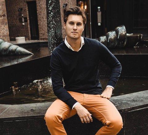 GRÜNDER: Georg Hofsnes Pedersen (27) fra Lørenskog er gründer bak to selskaper, i tillegg til hundre prosent jobb.