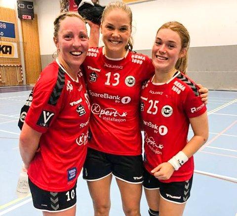 COMEBACK: Ellen Marie Folkvord, Kristiane Stormoen og toppscorer Andrea Varvin Fredriksen etter kampen mot ROS tirsdag kveld.