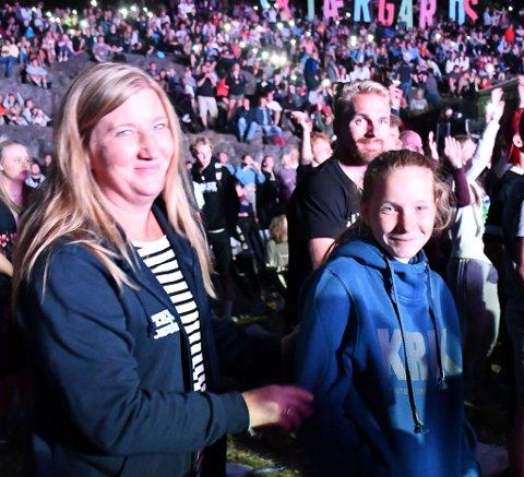 Laila Løwe og datteren Anna Emilie koste seg på festivalkonsertene i går kveld.
