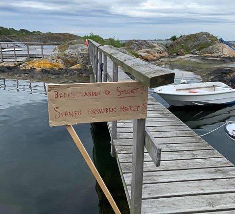 Stranden på Teineholmen ble stenget av Holmesund vel på grunn av hekkende svaner.