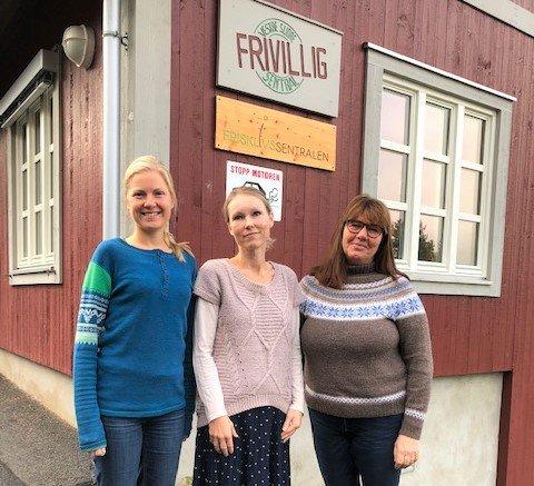 HAR STARTA SIFF: Åshild Gjevre (f.v.) i Frisklivssentralen, Lise Kopperud i Frivilligsentralen og inkluderingsrettleiar Torill Trøen, står i spissen for Vestre Slidres nye Senter for inkludering, frivilligheit og folkehelse (SIFF).