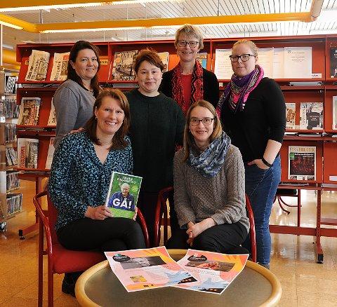 Bibliotekarer fra Fjellregionen samlet på Tynset. Foran f.v. Oddveig Kværnes Bakkom (Rendalen), Ellen Lie (Tynset). Bak f.v. Grethe Fætten (Holtålen), Marina Pettersen (Folldal), Anne Kristin Rødal (Os), Berglind Inga Gudmunnsdottir (Alvdal).