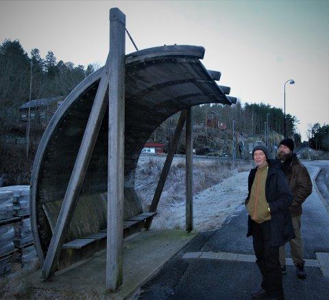 Knut Swane og Kevin Leslie håper ventebua Comma  fra 2001 kan bli  pusset opp og få et forlenget liv.