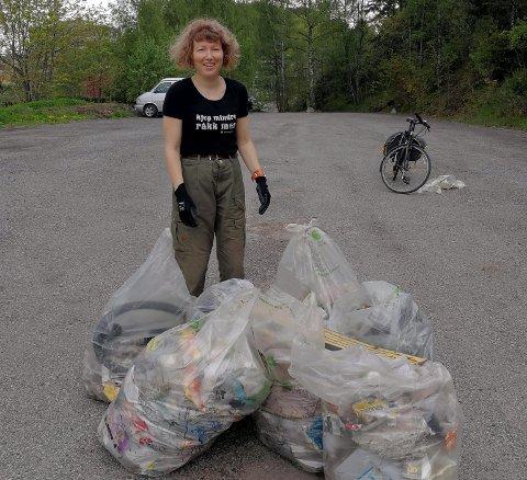 Mengder: Hilde Sjølset deltok på søppelaksjonen, og plukke store mengder søppel.