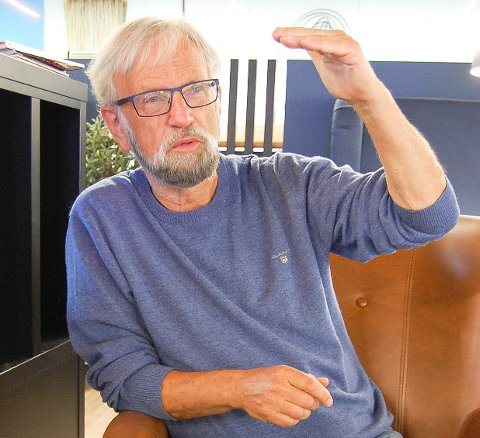 VISUMNEKT: Forfatteren Torbjørn Færøvik på Langhus har havnet i miskreditt hos kinesiske myndigheter for det han har skrevet om Kina. I disse dager kommer boken hans om Kinas historie på 200 sider. Her gjennomgår han alle utviklingstrekk i gigantlandet gjennom 3500 år frem til i dag.
