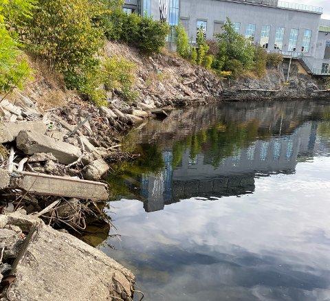 MÅ RYDDE OPP: Kommunen har vært på befaring ved Klosterfossen. Nå må eierne rydde opp.