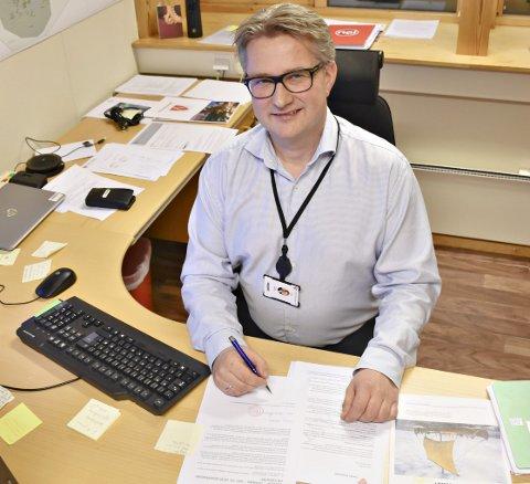 TAPER PENGER I REVIDERT: Smølaordfører Svein Roksvåg (Sp) er lite fornøyd med regjeringens forslag i revidert nasjonalbudsjett, som fører til tapte oppdrettsmillioner.