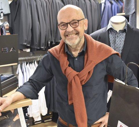 KLÆR OG SKO:  Gunnar Strand har drevet Strand klær i snart 40 år og er opptatt av at folk framsnakker hverandre.