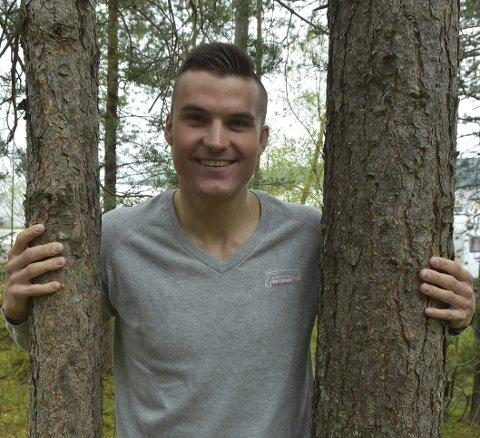 SATSER: Jonas Aasbø velger å satse videre som medlem i moderklubben Surnadal, og har ambisjon om å bli landets beste langrennsløper. – Og blir jeg med på landslaget og får gå for Norge i mesterskap, så vet jeg at jeg kan vinne.