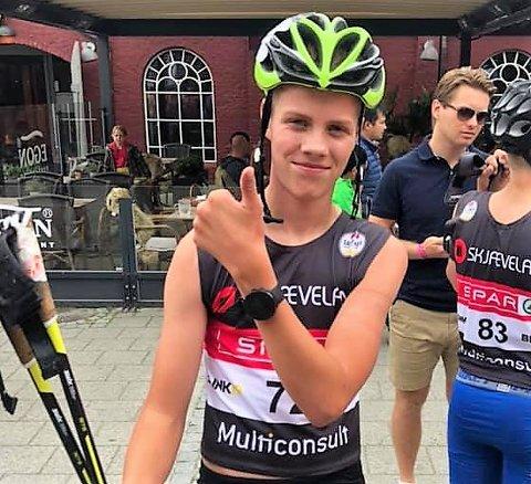 Seier: Seier i supersprinten søndag tok Tobias Gigstad-Bergene fra Skrautvål IL seg av, i guttenes 15-årsklasse, da han vant med sju sekunders margin, etter prikkfri skyting (0-0).