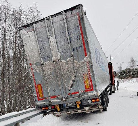 Problematisk ved Ålvundfossen fredag ettermiddag. (Leserfoto)