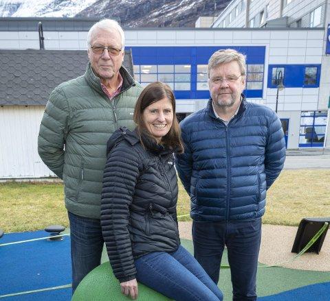 Juryen: Synnøve Kristiansen flankert av Egil Knarvik (t.v.) og Lars Steinar Ansnes.