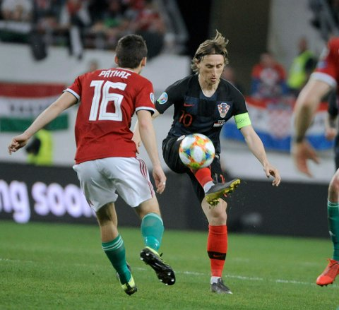 Mate Patkai , left, of Hungary and Luka Modric of Croatia in action during the UEFA EURO 2020 qualifying soccer match between Hungary and Croatia in Groupama Arena in Budapest, Hungary, Sunday, March 24, 2019. (Balazs Czagany/MTI via AP)