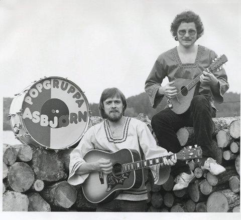 DØLALÅT: Trond Halle og Hans Løkken var medlemmene i Popgruppa Asbjørn. Sammen står de to bak låter som lever videre i generasjoner av gudbrandsdøler.