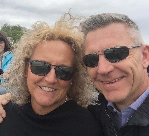 PAKKER OG DRAR: Anette og Odd-Harald Hagen fra Hønefoss setter kursen mot USA og Washington D.C.