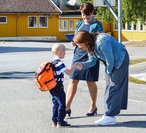 STOR DAG: Her er et bilde fra Skolestart ved Berg skole 2017. Mandag 20. august starter skoleåret 2018/2019 for Haldens barne- og ungdomsskoleleever.