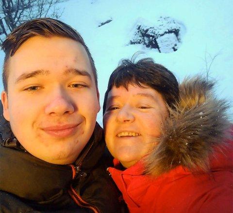 PÅ LAGET: Stein-Eriks sønn Rune på 16 år og kona Rakel er viktige medspillere.