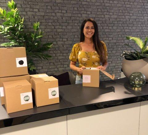 SISTE FINISH: Simone Isaksen forbereder seg på å åpne interiør- og gavebutikken Lykkehjørnet på Amfi Alta.