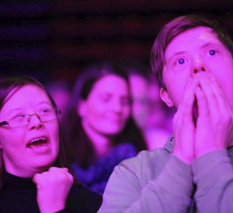 DIGGER PLUMBO: Kjæresteparet Jenny og Mads synes musikken til Plumbo er helt topp – ikke minst dansbar fordi den også er svært så dansbar.
