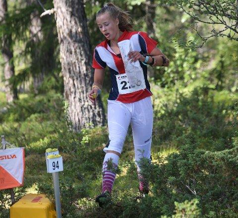 NÆR MEDALJE: Kristin Melby Jacobsen fra Lardal hadde stort sett flyt og fart til å ta ei medalje på langdistansen under Hovedløpet, men på slutten ble det for mye bom. (FOTO: ERIK BORG)