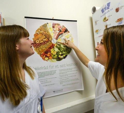 Sunt kosthold: Eva Thorseng Andersen og Linn Mari Bjørnådal som er kliniske ernæringsfysiologer på Helgelandssykehuset, er mer opptatt av hva man spiser enn folk flest.