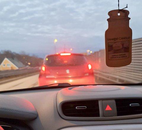 KØ: Stengt tunnel fører til bilkø i Kristiansund fredag ettermiddag.