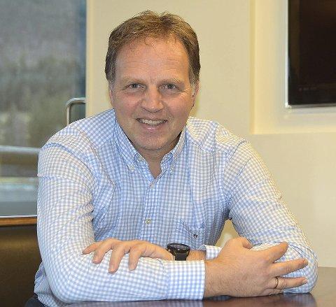 KRAFTFULL: Allan Troelsen arbeider hver dag for at sammenslåingen av Surnadal Sparebank og SpareBank 1 Nordvest skal bli så god som mulig. – Vi så at vi vil bli en enda mer attraktiv og kraftfull sparebank som vil være bedre i stand til å gripe muligheter og møte utfordringene framover, sier Troelsen.