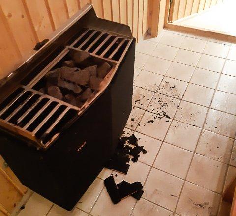 Slik så det ut da brannvesenet hadde slokket brannen. Bøtta er i forkullede biter.
