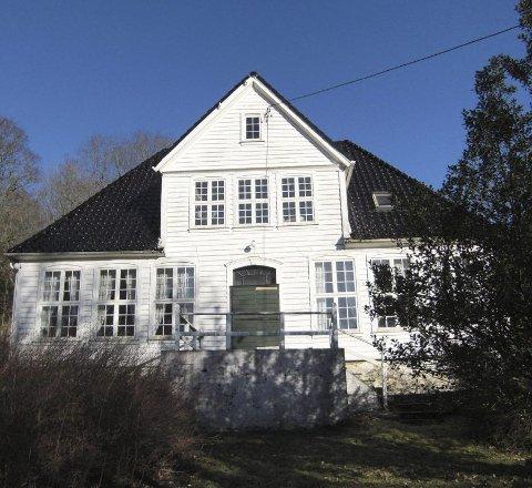 Slik så det flotte huset ut før det ble demontert. Det er bygget i rokokkostil, ikke ulikt Damsgård hovedgård, Elsero eller Danckert Krohns stiftelse. Foto: Anne Irgens, Norconsult