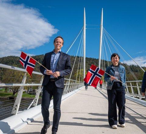 Leder for 17. mai-komiteen Mads Hilde og  Louise Winness Prestgard i Byen Vår Drammen. Bildet er tatt i 2020.