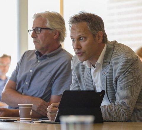 VIL GODTA STRAFF: Både ordfører Jon-Ivar Nygård (til høyre) og rådmann Ole Petter Finess anbefaler at kommunen skal akseptere vedtaket fra Skatt Øst.