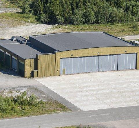 BASEN: Denne hangaren på Evenes blir basen for ambulansehelikopteret.