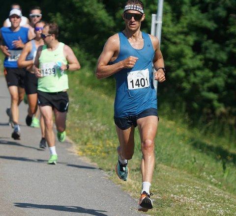 Lars Petter Stormo har fått trent godt i 2020. Lørdagens halvmaraton ble årets første med startnummer på brystet.