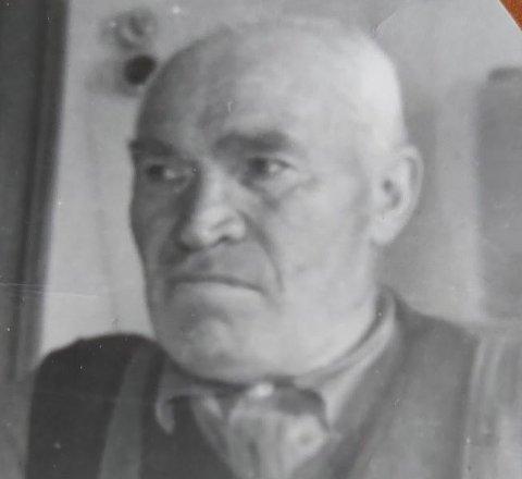 Irene Høyen Solvangs bestefar Peter Robertsen fra Liland var født i 1877. Han husket bjørnedrapet på Vestvågøy i 1887.