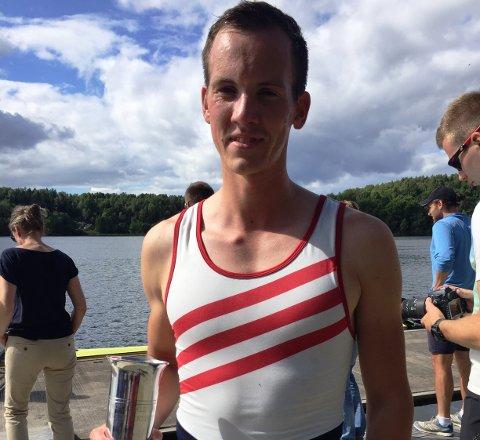 POKAL: Jens Holm fikk kongepokalen i NM sist helg. Foto: Privat