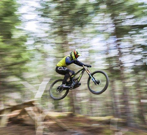 Jobber målrettet: Joachim Sætherbakken Hansen (16) har et sterkt ønske om å vinne konkurransene er deltar på, og da må han trene hardt.