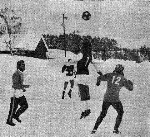 Situasjonen foran Skarphedins mål i kampen mot Heddal på Vidarvoll lørdag.