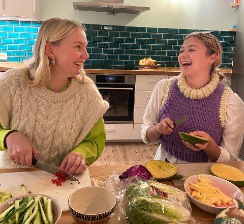 KJØPTE SAMMEN: Kristine Løvflaten Koslung og Lise Marit Syftestad valgte å kjøpe leilighet sammen da det ble vanskelig å få råd hver for seg.