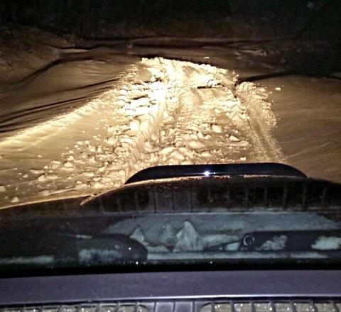 70 cm snø i vegen på ruta til distribusjonssjef Svein Olav Sletten i dag. Han kom ikke fram til alle postkassene.