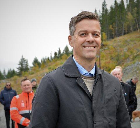 Opp til fagfolk: Samferdselsminister Knut Arild Hareide har ikke funnet plass til å løse trafikkproblemet gjennom Fagernes i NTP 2022-2033, i hvert fall ikke de nærmeste seks åra..