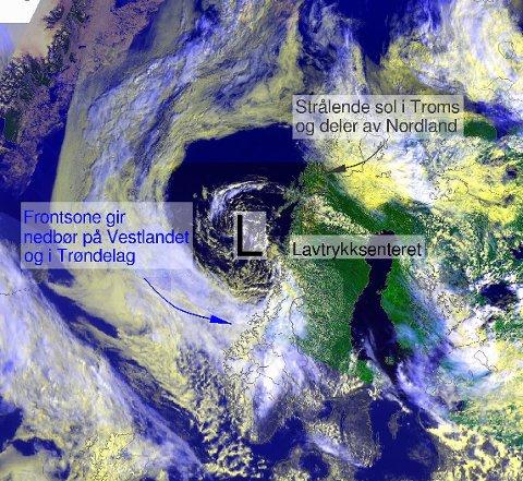 Pilen viser den kalde luften som trekkes mot Bergen fra Arktis.