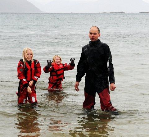 Michael Kanike sammen med Ragnhild Andrea Hansen og Lea Kanike.