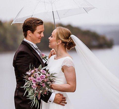 LYKKELIG GIFT: Ingrid Bøe Jacobsen og Vegard Utne ga hverandre sitt ja i Idd kirke lørdag.