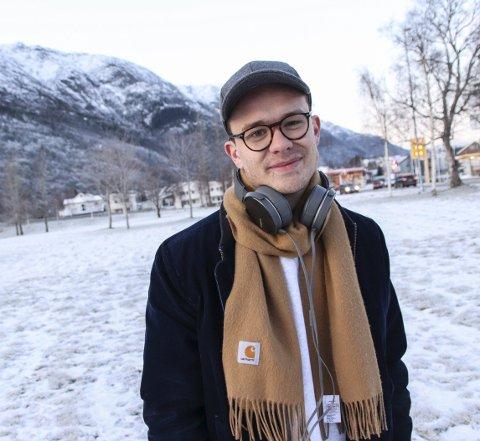 Heim igjen: Håkon Drevland spiller trommer og gleder seg til konserten «Heim te jul» i Kulturhuset 22. desember. Bildet er tatt 28. november i en periode hvor Drevland var i Mosjøen for å spille trommer i oppsetningen «Nøtteknekkeren».