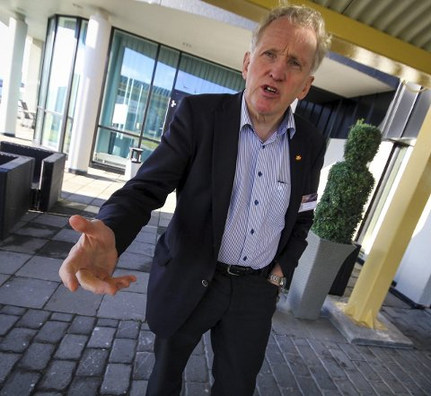 REKKER UT EN HÅND: Prosjektet har nasjonal og internasjonal betydning. Derfor mener regionveisjef Torbjørn Naimak staten bør bidra.
