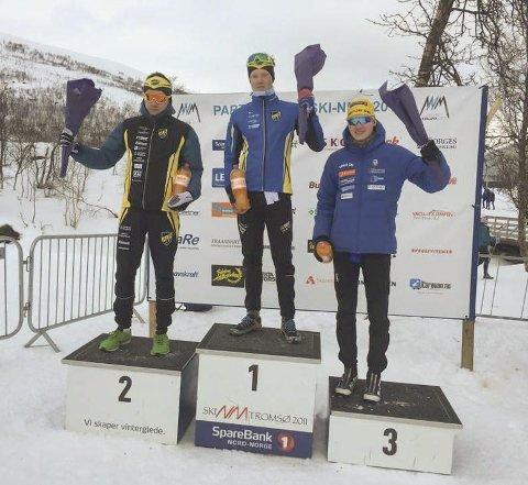 PALLPLASSER: Fredrik Nilsen (2. plass) og Johannes Helsvig Nilsen (1. plass) på fredagens klassiske distanse under NNM langrenn i Tromsø. Helsvig Nilsen tok også en 3. plass på fellesstarten på lørdag. Foto: Alta IF