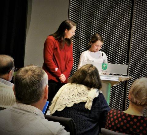 KLAR TALE: Eliann Bråthen  (10) gikk på talerstolen under kommunestyremøtet onsdag, og fortalte politikerne hvorfor hun mener bommen på Meheia må flyttes.
