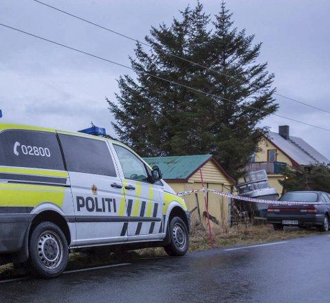 Dødsårsak: Politiet har nå fått slått fast muntlig fra rettsmedisinsk patolog i Tromsø at den omkomne druknet i sjøen nedenfor eiendommen han hadde arvet i Valberg, og at det ikke er noe kriminelt knyttet til dødsfallet av 49-åringen, bosatt i Telemark.  Foto: Eric Fokke