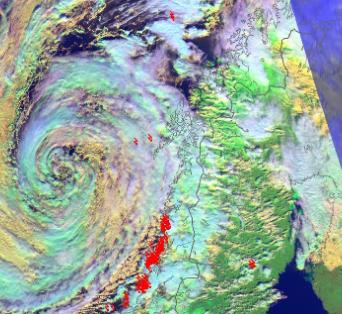 Farevarslene er mange for Nordland. Det meldes om vanskelige kjøreforhold, stor snøskredfare og kraftige vindkast. I tillegg varsles det om høye bølger og svært høy vannstand.